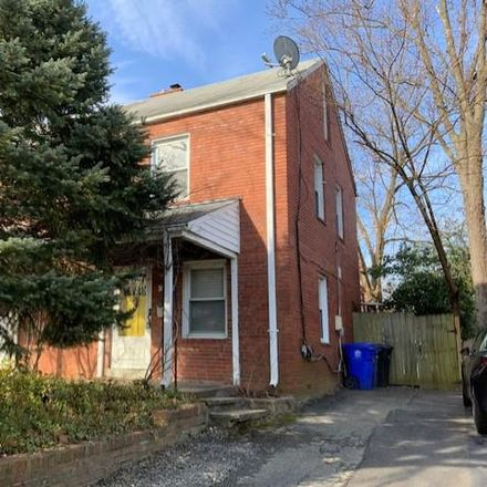 Rent this 3 bed townhouse on 300 South Veitch Street in Arlington, VA 22204