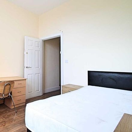 Rent this 3 bed room on Shawarma Sandwitch Bar in 73A Raglan Road, Leeds LS2 9DZ