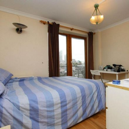 Rent this 4 bed room on Sovereign House in 227 Marsh Wall, London E14 9SD