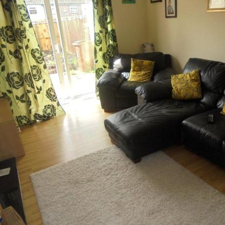Rent this 3 bed house on Nashcourt in Hull HU6 9TE, United Kingdom