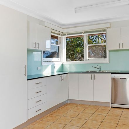 Rent this 3 bed house on 1a Castle Crescent