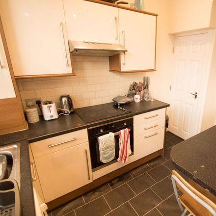 Rent this 5 bed house on Royal Park Mount in Leeds LS6 1HL, United Kingdom