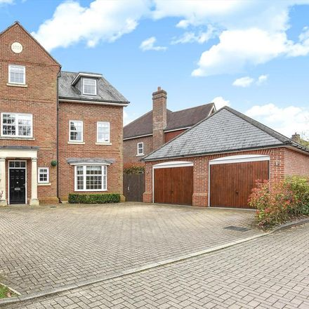 Rent this 5 bed house on Highgrove Avenue in Brookside SL5 7HR, United Kingdom