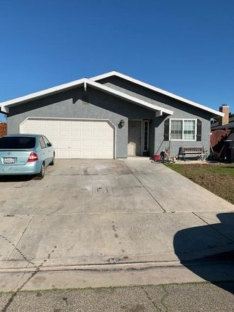 Rent this 3 bed house on 121 West Clark Street in Madera, CA 93638