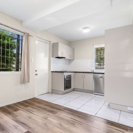 Rent this 1 bed apartment on 3/9 Woodford Street