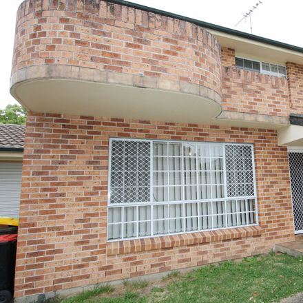 Rent this 3 bed townhouse on 3/25a Tilba Street