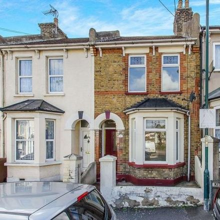 Rent this 3 bed house on Kitchener Road in Strood ME2 3AW, United Kingdom