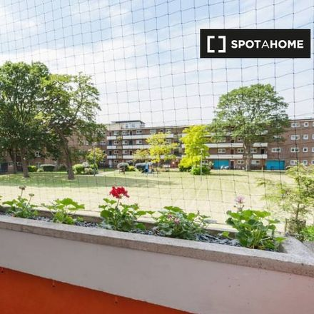 Rent this 2 bed apartment on Squires Court in Binfield Road, London SW4 6TB