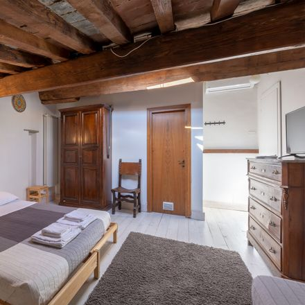 Rent this 2 bed room on Via Pietrapiana in 16 R, 50121 Florence Florence