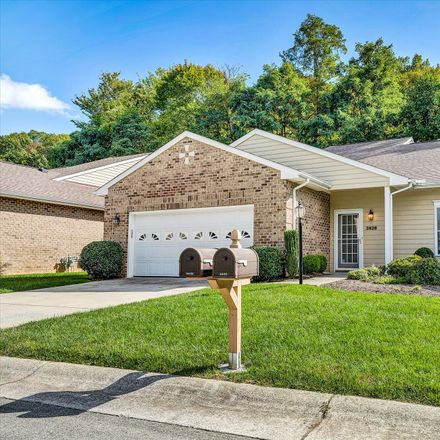 Rent this 3 bed townhouse on 3428 Laurel Circle in Cave Spring, VA 24018
