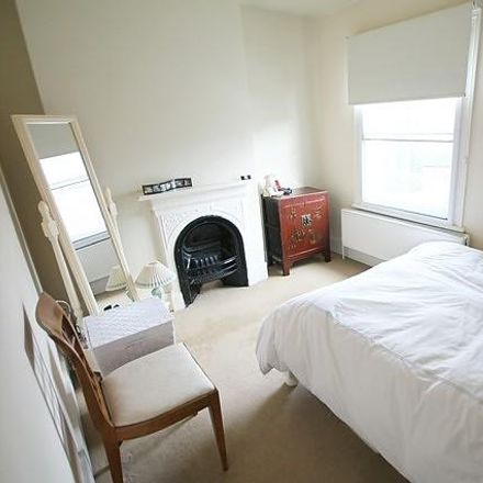 Rent this 2 bed house on JK Fish and Chips in Kings Road, South Oxfordshire RG9 2FD