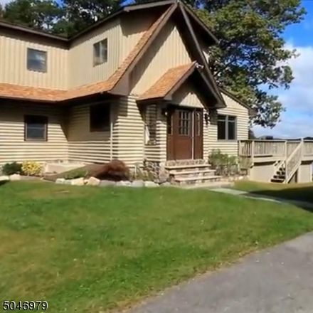 Rent this 3 bed house on Laramie Trl in Hewitt, NJ