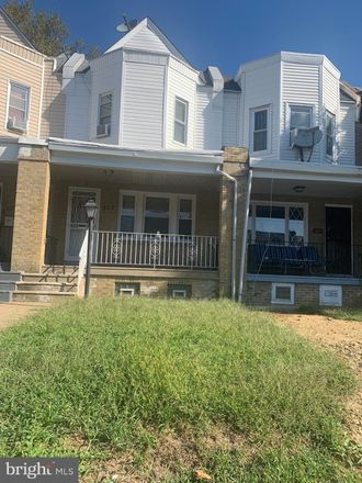 Rent this 3 bed townhouse on 925 West Fisher Avenue in Philadelphia, PA 19141