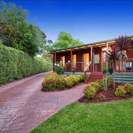 Rent this 4 bed house on 34 Taronga Crescent