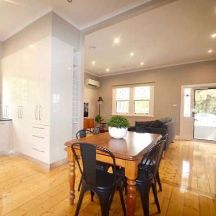 Rent this 3 bed house on 25 Havlin Street East