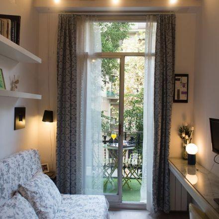 Rent this 0 bed apartment on Jardins d'Emma de Barcelona in Carrer del Comte Borrell, 157