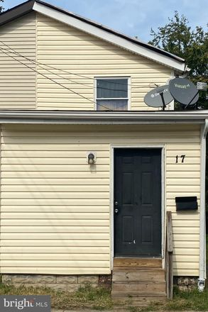 Rent this 3 bed townhouse on 17 The Strand in New Castle, DE 19720