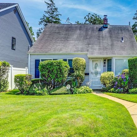 Rent this 3 bed house on 40 Hollow Lane in Hempstead, NY 11756