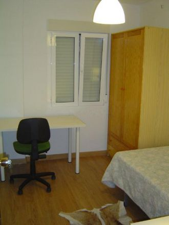 Rent this 3 bed room on Calle del Ferrocarril in 28904 Getafe, Spain