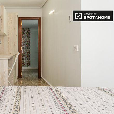 Rent this 5 bed apartment on Carrer de Fortaleny in 46035 Benimamet, Spain