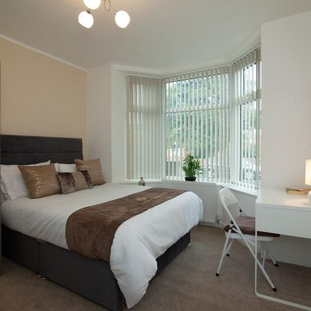Rent this 5 bed room on McDonald's in Grand Central, 42 Station Road