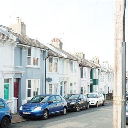 Rent this 3 bed room on Carlyle Street in Brighton BN2 9XW, United Kingdom