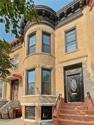 Rent this 7 bed townhouse on 527 Bay Ridge Parkway in New York, NY 11209