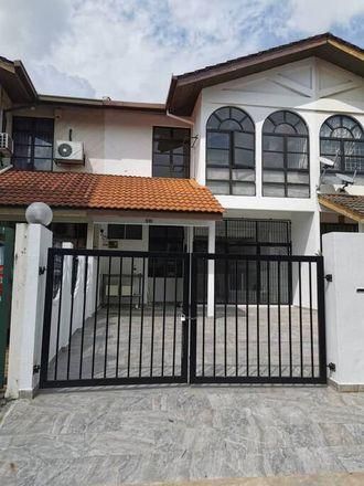 Rent this 5 bed apartment on Jalan SS 24/19 in Damansara Jaya, 47410 Petaling Jaya