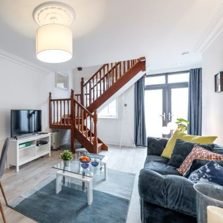 Rent this 3 bed apartment on 59 Leeson Street Upper in Rathmines East A ED, Baggotrath West