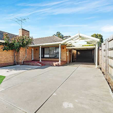 Rent this 8 bed house on 2 Clunes Street