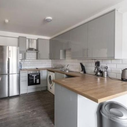 Rent this 5 bed apartment on West Bryson Road Flats in West Bryson Road, Edinburgh EH11 1EH