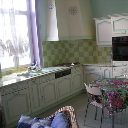 Rent this 1 bed room on 122 Boulevard Montebello in 59000 Lille, France