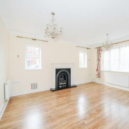 Rent this 5 bed house on The Spinney in Thatcham RG18 4AB, United Kingdom