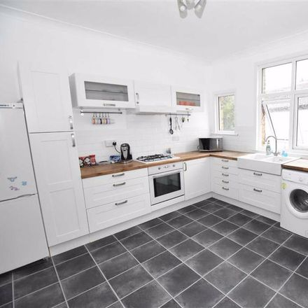 Rent this 2 bed apartment on Poppies Cafe in Leigh Road, Leigh on Sea SS9 1BW