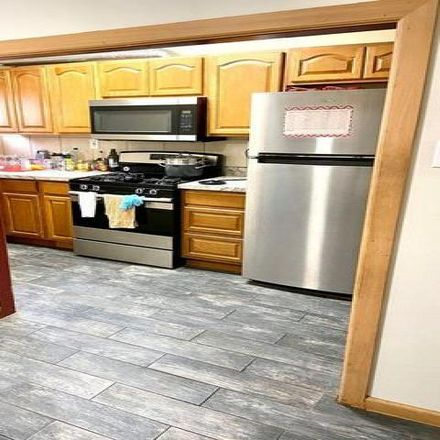 Rent this 3 bed condo on 7141 Greenwood Avenue in Upper Darby, PA 19082