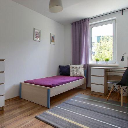 Rent this 4 bed room on Adolfa Pawińskiego 10 in 02-106 Warsaw, Poland
