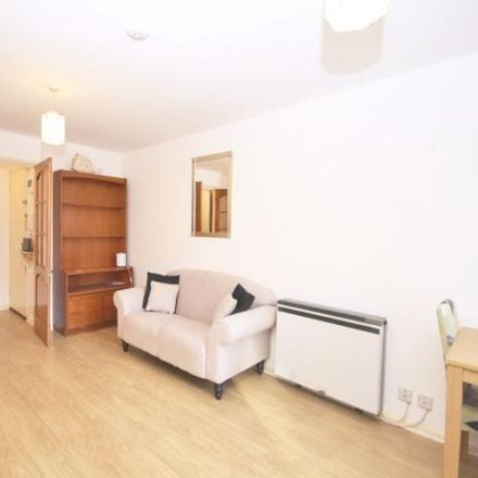 Rent this 2 bed apartment on Tyndale Court in Millwall, Transom Square