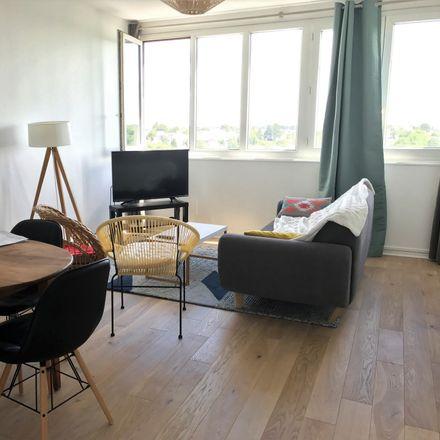 Rent this 2 bed room on Rue de la Patouillerie in Nantes, France