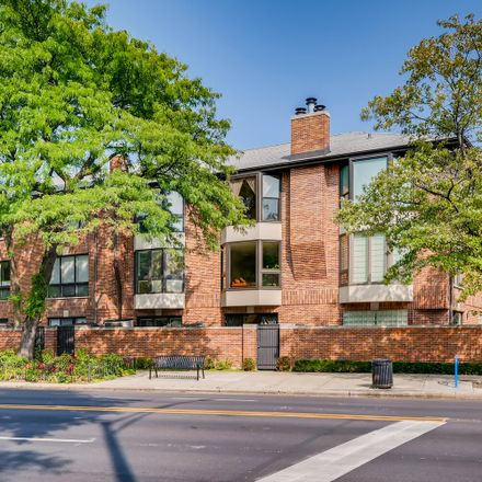 Rent this 2 bed townhouse on 1170 West Farwell Avenue in Chicago, IL 60645