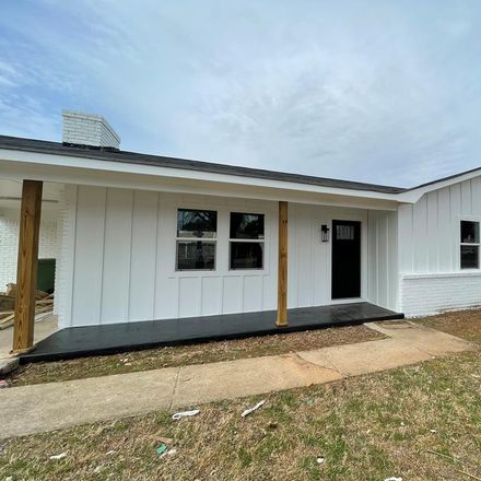 Rent this 3 bed house on 1406 Burroughs Avenue in Muscle Shoals, AL 35661
