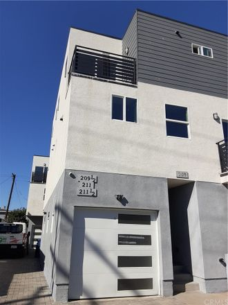 Rent this 3 bed duplex on 211 East 29th Street in Los Angeles, CA 90011