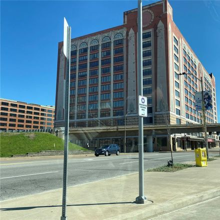 Rent this 2 bed condo on S 14th St in Saint Louis, MO
