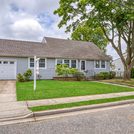 Rent this 3 bed apartment on N 5th St in Bethpage, NY