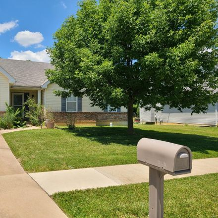 Rent this 3 bed house on Autumn Run Ct in Wentzville, MO
