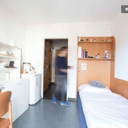 Rent this 2 bed room on Miller-Aichholz-Schlössl in Linzer Straße 429, 1140 Schottenhof