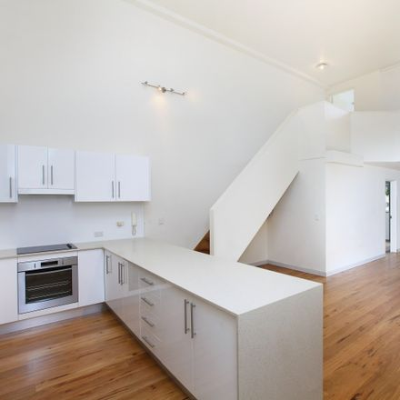 Rent this 3 bed apartment on 107/1 Missenden Road