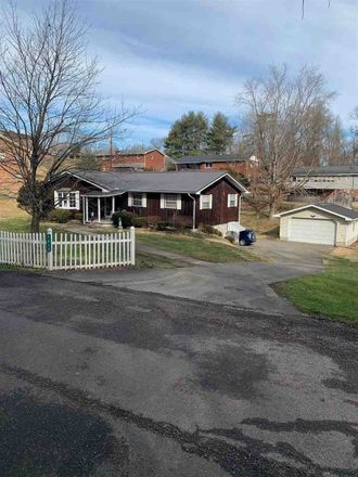 Rent this 3 bed house on 1019 Chippewa Rd in Ashland, KY