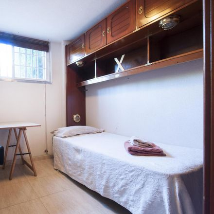 Rent this 7 bed room on Calle Calderón de la Barca in 18, 28270 Colmenarejo