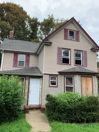 Rent this 3 bed house on Lawson Avenue in Rockville Centre, NY 11570