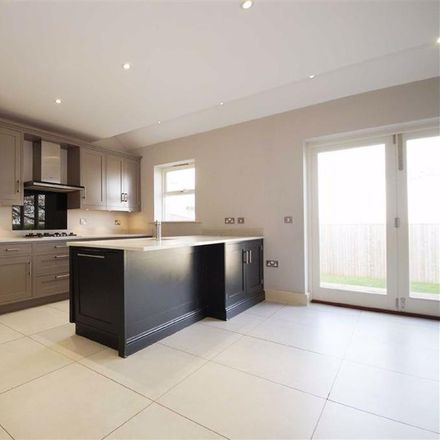 Rent this 5 bed house on Green Lane in Harrogate HG2 9LN, United Kingdom